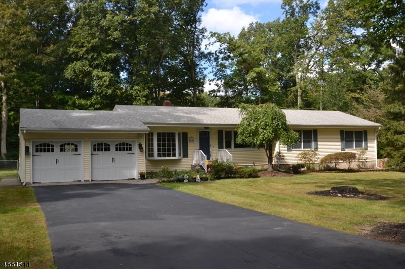 独户住宅 为 销售 在 17 Clifton Road Oak Ridge, 新泽西州 07438 美国