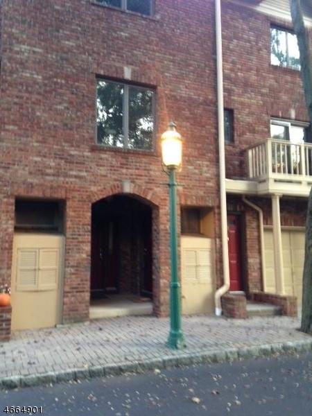 独户住宅 为 出租 在 31 Mews Lane 南奥林奇, 新泽西州 07079 美国