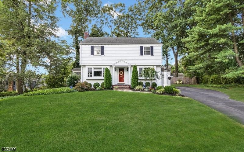 Частный односемейный дом для того Продажа на 13 Endor Lane Mountainside, 07092 Соединенные Штаты