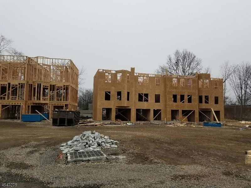 Частный односемейный дом для того Продажа на 10 Stonybrook Circle Fairfield, 07004 Соединенные Штаты