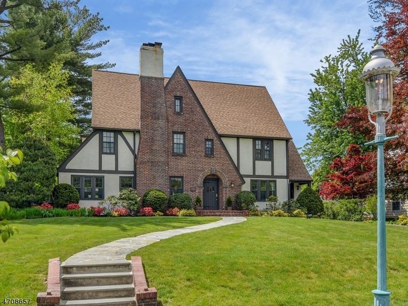 独户住宅 为 销售 在 188 FOREST Avenue 格伦岭, 新泽西州 07028 美国