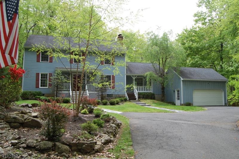 Maison unifamiliale pour l Vente à 6 Country Lane Tewksbury Township, New Jersey 07830 États-Unis
