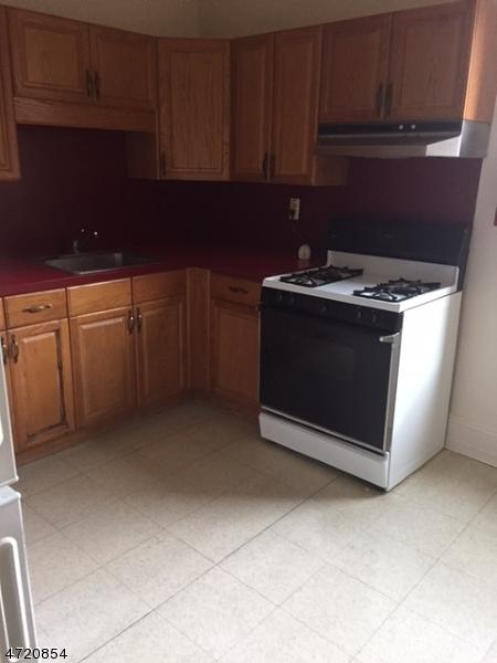独户住宅 为 出租 在 412-416 BLOOMFIELD Avenue Caldwell, 新泽西州 07006 美国
