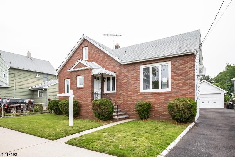独户住宅 为 销售 在 22 Berger St, HM Moonachie, 新泽西州 07074 美国