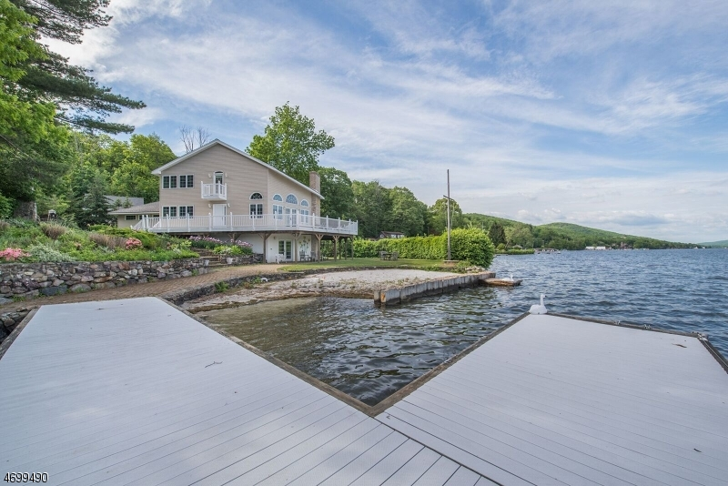 Einfamilienhaus für Verkauf beim 38 Somerville Road West Milford, New Jersey 07421 Vereinigte Staaten
