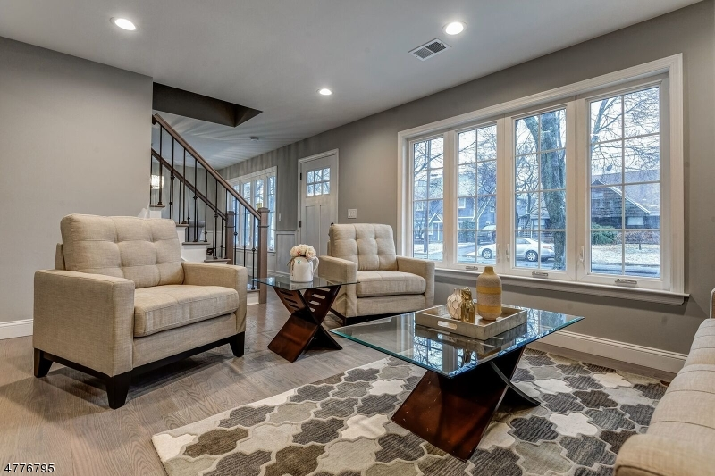 Maison unifamiliale pour l Vente à 1101 Plymouth Drive Rahway, New Jersey 07065 États-Unis