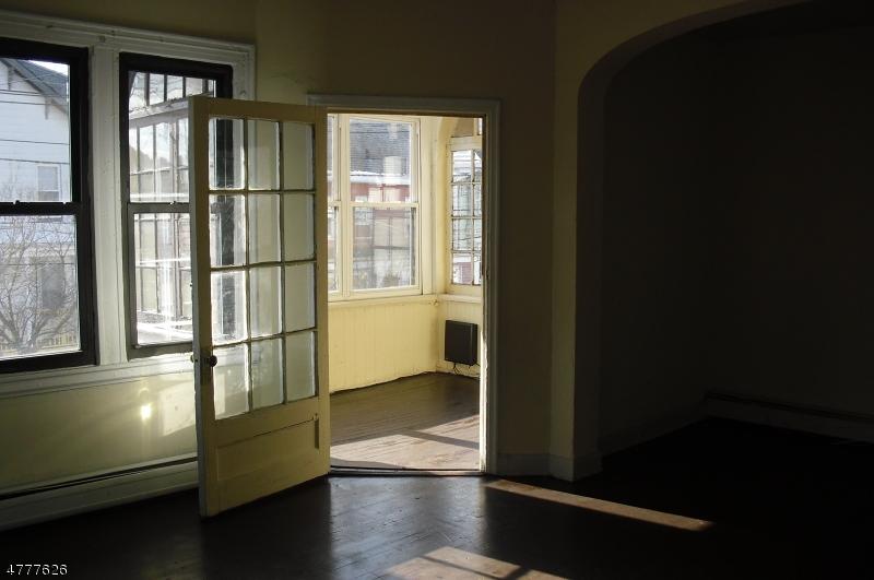Частный односемейный дом для того Аренда на 43 Hillyer Street Orange, Нью-Джерси 07050 Соединенные Штаты