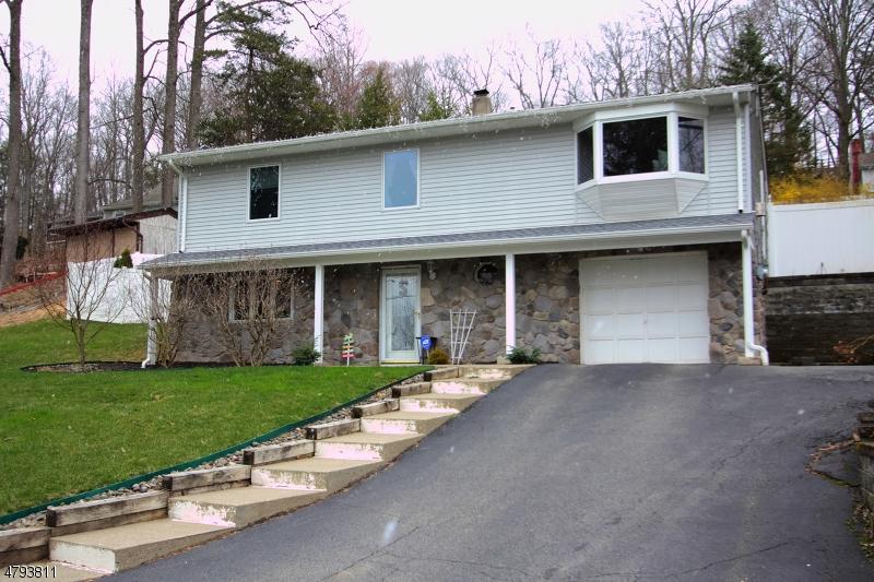 Casa para uma família para Venda às 30 Old Creamery Road Andover, Nova Jersey 07860 Estados Unidos