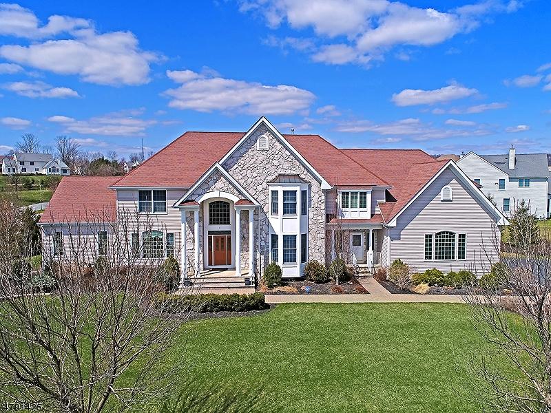 단독 가정 주택 용 매매 에 1 Manchur Court Raritan, 뉴저지 08822 미국