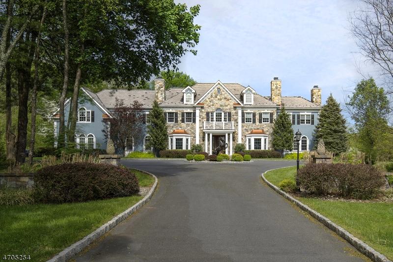 Maison unifamiliale pour l Vente à 5 Fox Hunt Court Far Hills, New Jersey 07931 États-Unis