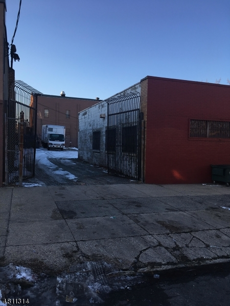 Commercial for Sale at 862 BROADWAY Newark, New Jersey 07104 United States