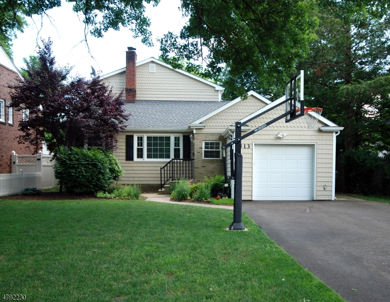 Single Family Home for Sale at 413 Mountainview Ter Dunellen, New Jersey 08812 United States
