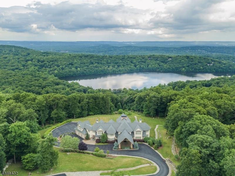 独户住宅 为 销售 在 1 MASAR Road Montville, 新泽西州 07005 美国