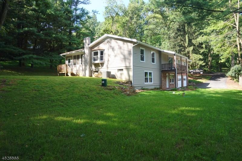 Property pour l Vente à 81 Mill Pond Road Washington, New Jersey 07882 États-Unis