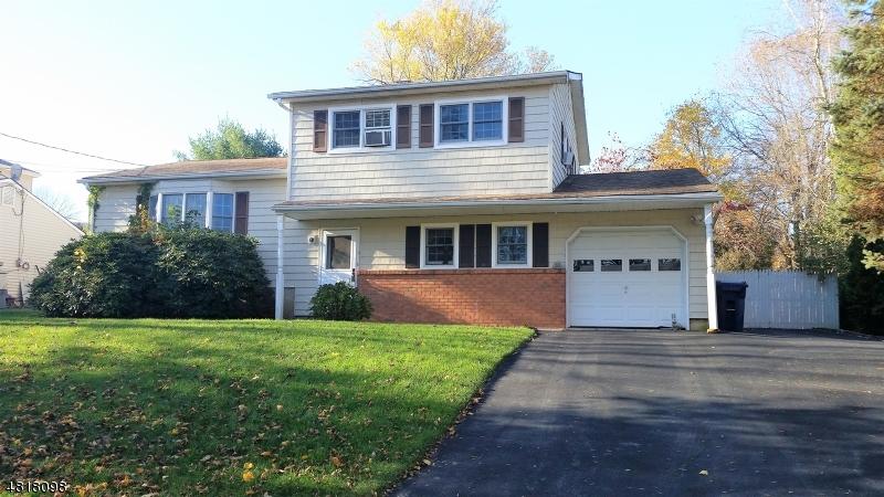 Maison unifamiliale pour l Vente à 150 COLLEGE VIEW Drive Hackettstown, New Jersey 07840 États-Unis