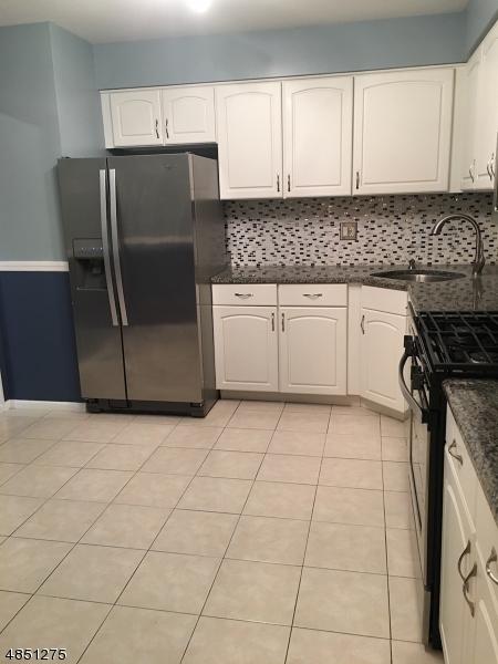 Chung cư / Căn hộ vì Thuê tại 5 CARDINAL Lane Hampton, New Jersey 07860 Hoa Kỳ