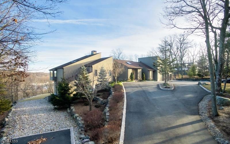 Maison unifamiliale pour l Vente à 15 JOANNA WAY Kinnelon, New Jersey 07405 États-Unis