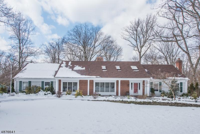 Property 为 销售 在 28 HOLTON Lane Essex Fells, 新泽西州 07021 美国
