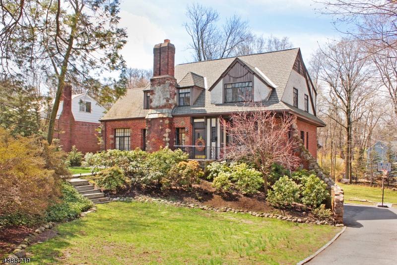 Частный односемейный дом для того Продажа на 14 Glen Road Verona, Нью-Джерси 07044 Соединенные Штаты