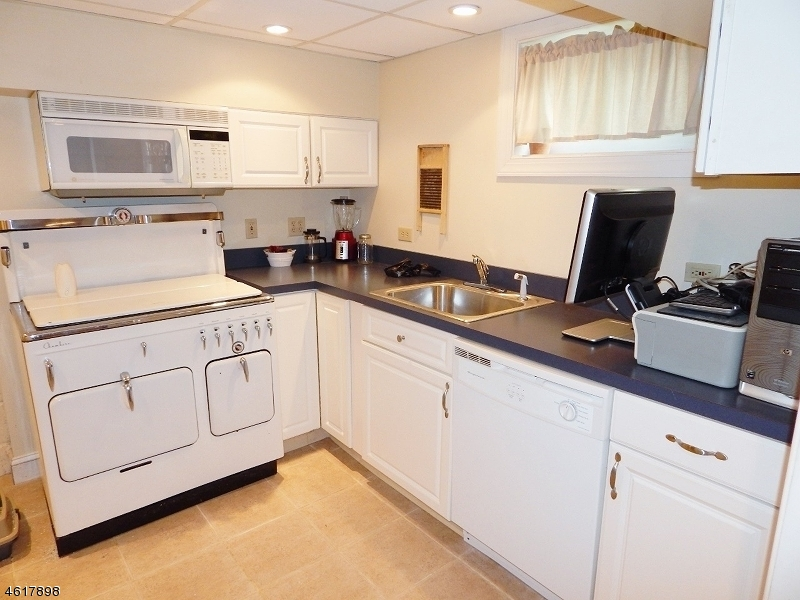 Additional photo for property listing at 400 Sherwood Road  Union, Nueva Jersey 07083 Estados Unidos