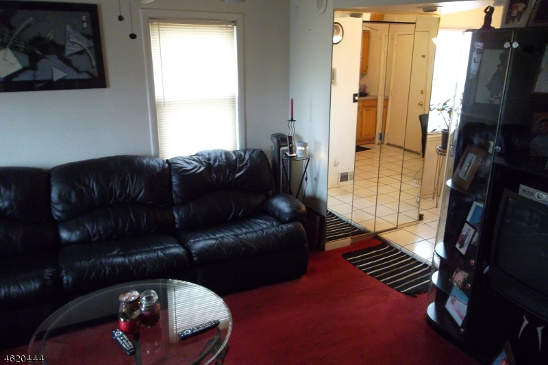Additional photo for property listing at 605B CLARKSON Avenue  Elizabeth, New Jersey 07202 États-Unis