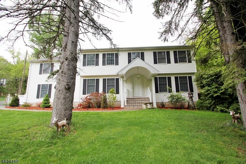 Maison unifamiliale pour l Vente à 81 E Mahwah Road Mahwah, New Jersey 07430 États-Unis