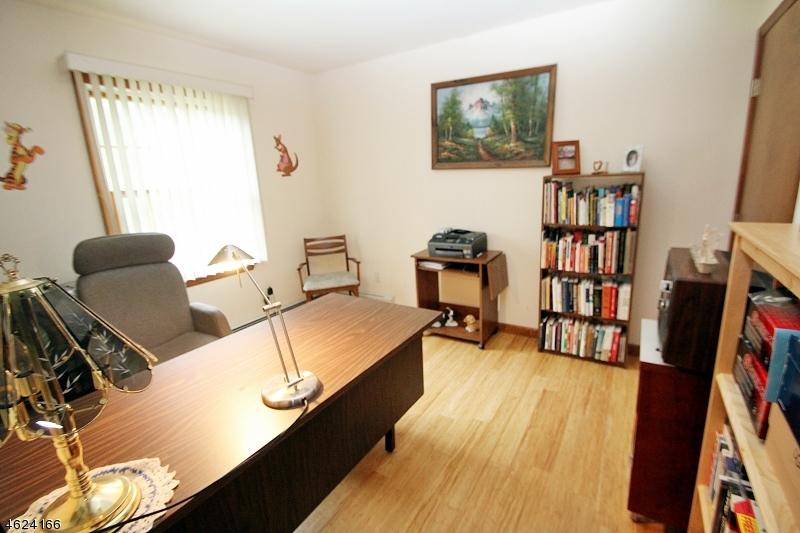 Additional photo for property listing at 81 E Mahwah Road  Mahwah, Nueva Jersey 07430 Estados Unidos