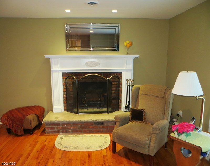 Additional photo for property listing at 15 Lamoureux Lane  Wayne, New Jersey 07470 États-Unis