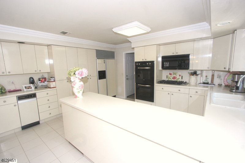 Additional photo for property listing at 14 Windsor Court  Fairfield, 新泽西州 07004 美国