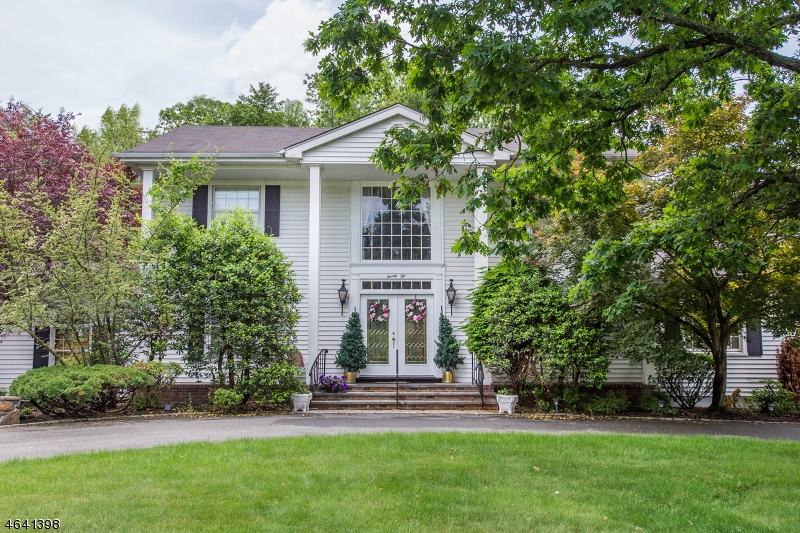 Additional photo for property listing at 22 Canterbury Drive  Caldwell, Nueva Jersey 07006 Estados Unidos