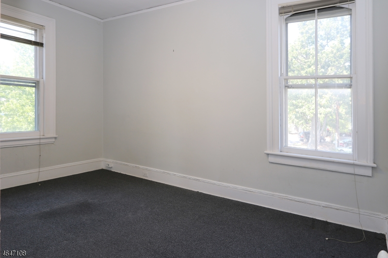 Additional photo for property listing at 206 206 Claremont Avenue  Montclair, New Jersey 07042 États-Unis