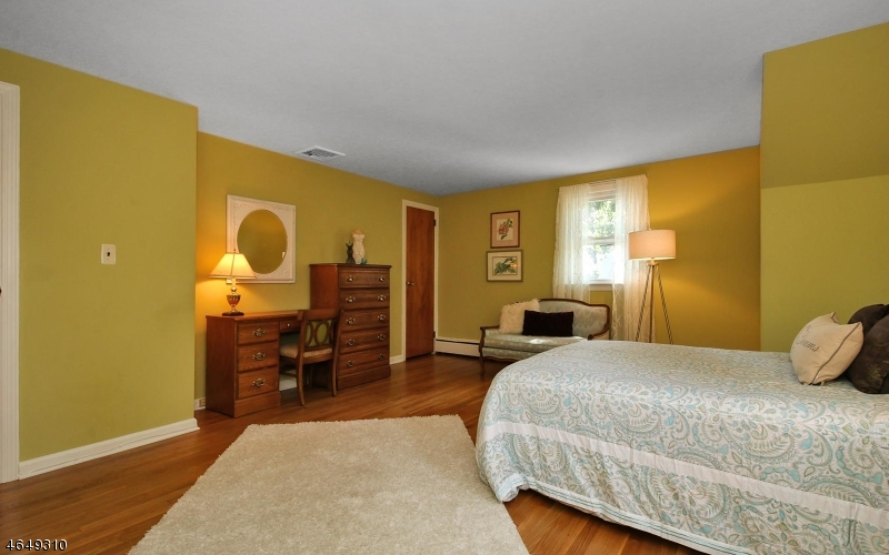 Additional photo for property listing at 131 Mitchell Street  West Orange, Нью-Джерси 07052 Соединенные Штаты