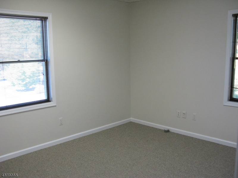 Additional photo for property listing at 530 East Main Street  Chester, New Jersey 07930 États-Unis