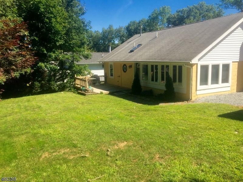 Additional photo for property listing at 167 Pennsylvania Avenue  Lake Hopatcong, 新泽西州 07849 美国
