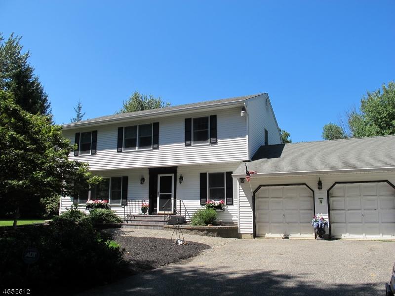 Maison unifamiliale pour l Vente à 85 Lake Pochung Road Sussex, New Jersey 07461 États-Unis