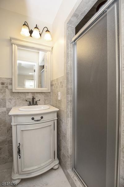 Additional photo for property listing at 6 Theresa Drive  Holmdel, Нью-Джерси 07733 Соединенные Штаты