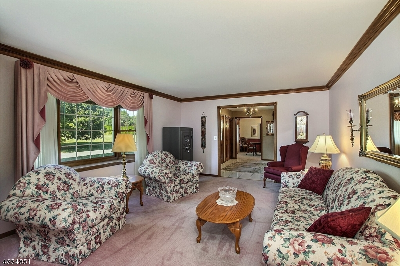 Additional photo for property listing at 53 Highland Road  Hackettstown, Нью-Джерси 07840 Соединенные Штаты
