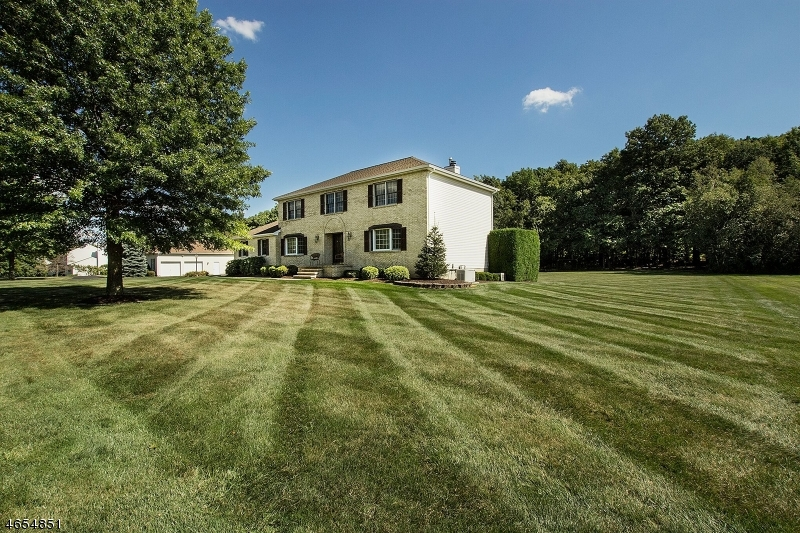 Additional photo for property listing at 53 Highland Road  Hackettstown, New Jersey 07840 États-Unis