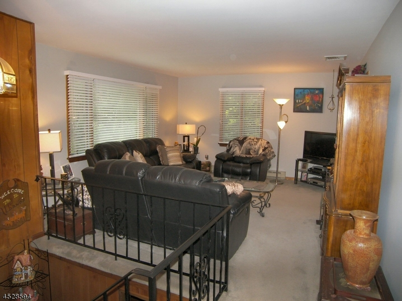 Additional photo for property listing at 11 Basswood Drive  Sussex, Нью-Джерси 07461 Соединенные Штаты