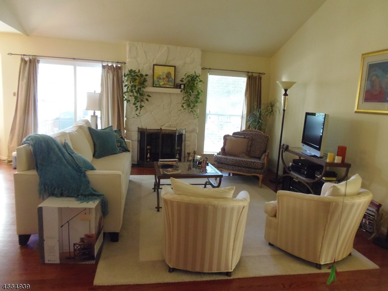 Additional photo for property listing at 117 Coccio Drive  West Orange, Нью-Джерси 07052 Соединенные Штаты