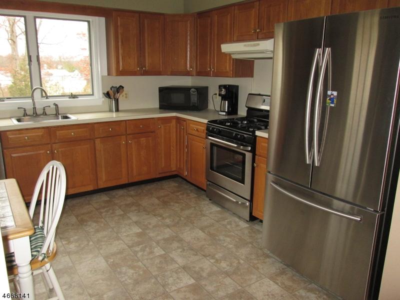 Частный односемейный дом для того Аренда на 44 Legion Place Whippany, Нью-Джерси 07981 Соединенные Штаты