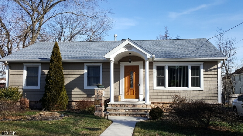 Частный односемейный дом для того Продажа на 123 S 6th Avenue Manville, 08835 Соединенные Штаты