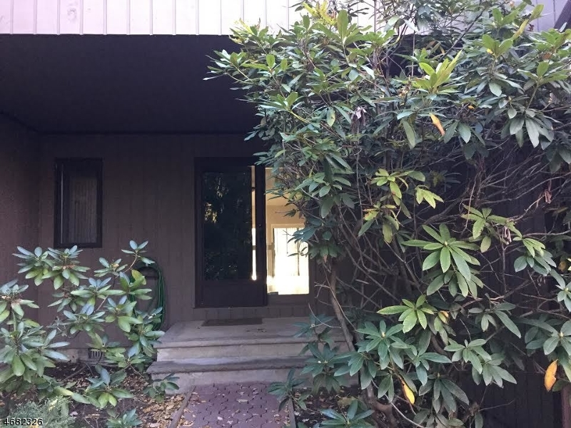 Casa Unifamiliar por un Alquiler en 2 Thomas Trail Morristown, Nueva Jersey 07960 Estados Unidos