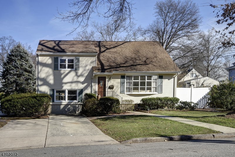 Single Family Home for Sale at 16 Mitchell Street Emerson, New Jersey 07630 United States