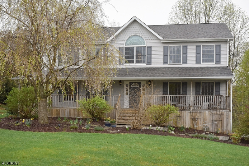 Частный односемейный дом для того Продажа на 13 Millpond Drive Lafayette, 07848 Соединенные Штаты