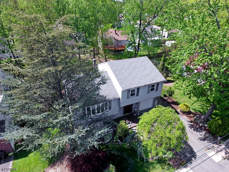 Single Family Home for Sale at 25 Lindbergh Pkwy Waldwick, New Jersey 07463 United States