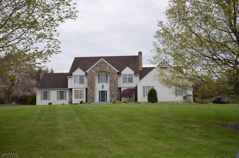 Single Family Home for Sale at 87 Briar Way Branchburg, 08853 United States