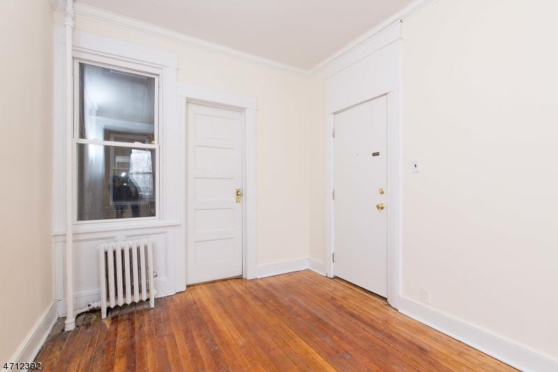 Additional photo for property listing at 23 66th Street 23 66th Street West New York, Нью-Джерси 07093 Соединенные Штаты