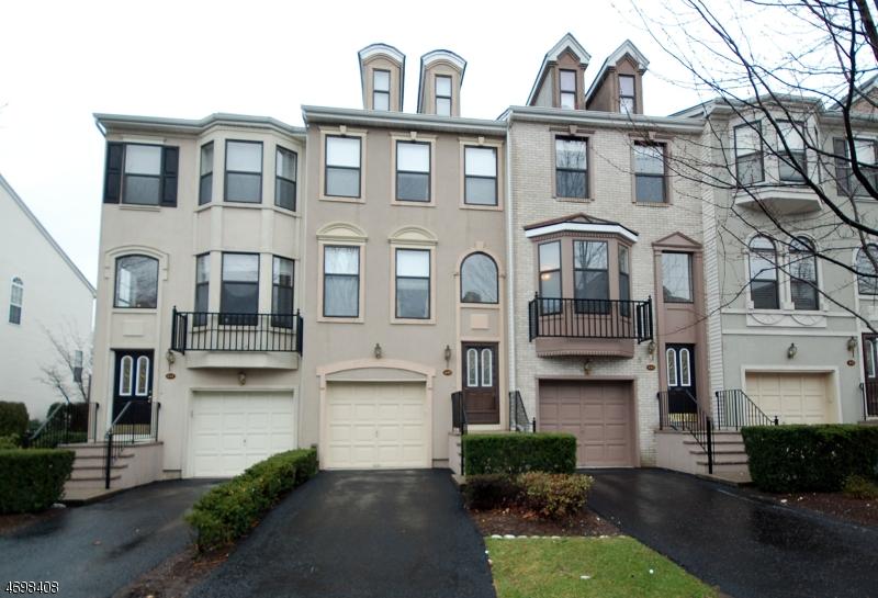 Maison unifamiliale pour l à louer à 450 Hartford Drive Nutley, New Jersey 07110 États-Unis