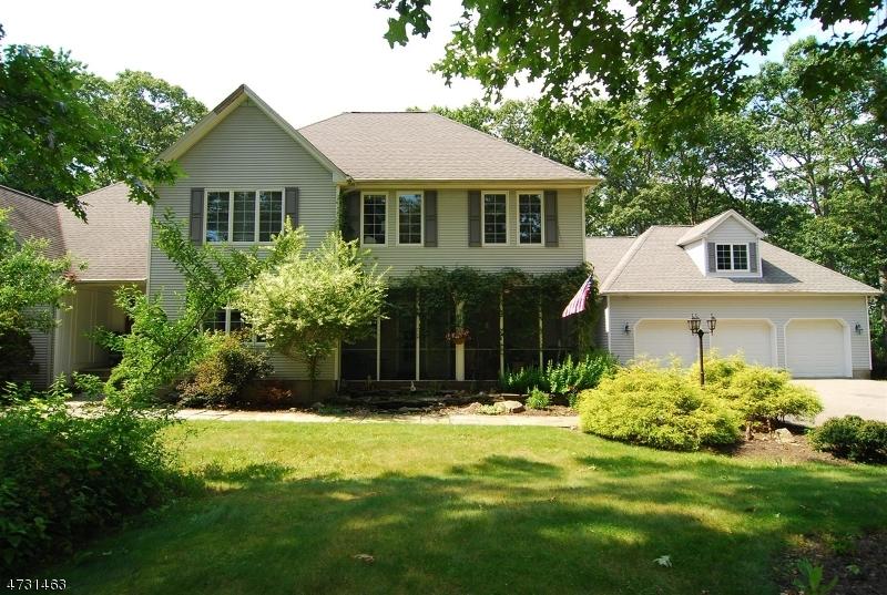 Частный односемейный дом для того Продажа на 2 Michael Drive Allamuchy, Нью-Джерси 07840 Соединенные Штаты